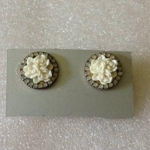 Vintage engraved flower rhinestone stud earrings